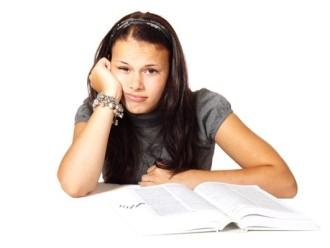 Suspensão de aluno não pode impedir que ele realize as provas
