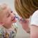 Como devo escovar os dentes do meu filho?